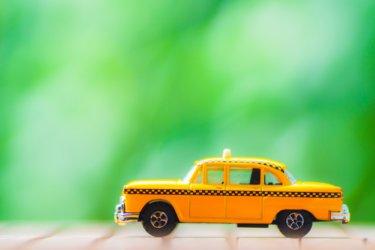 タクシー運転手の始め方をやさしく解説!収入の仕組みや福利厚生はどうなってるの?
